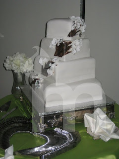 why wedding cake so expensive you re invited why are custom amp wedding cakes so 27475