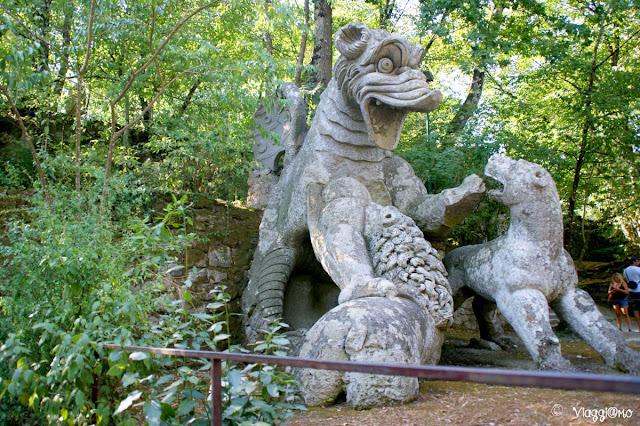 La statua del Drago una delle installazioni del Parco dei Mostri