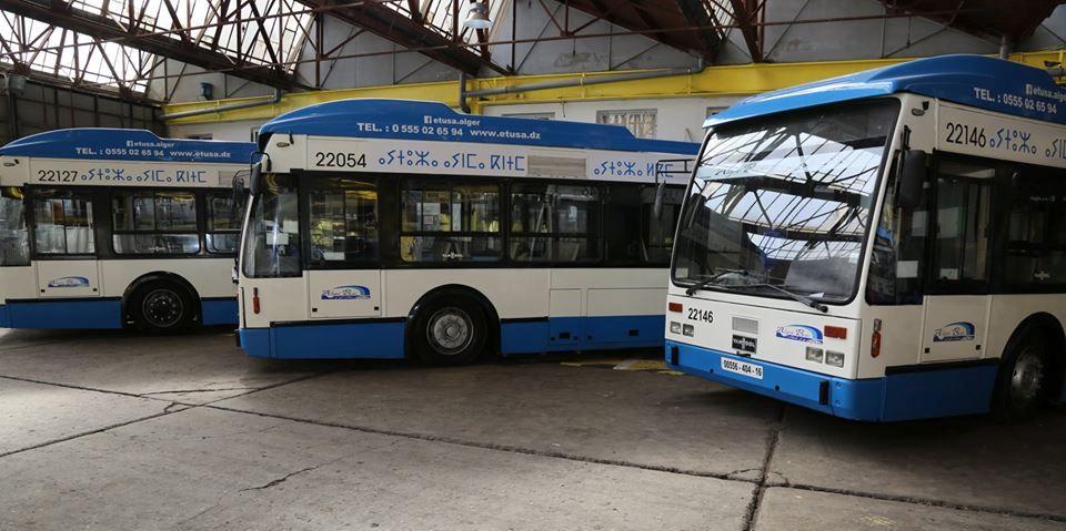 3 حافلات مركونة