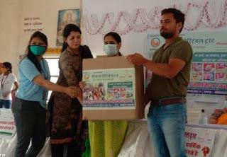 हवामहल विधानसभा क्षेत्र के सभी सरकारी बालिका विद्यालयों में सैनिटरी पैड्स वितरण जयपुर ब्रह्मपुरी मीना मां चैरिटेबल ट्रस्ट जयपुर