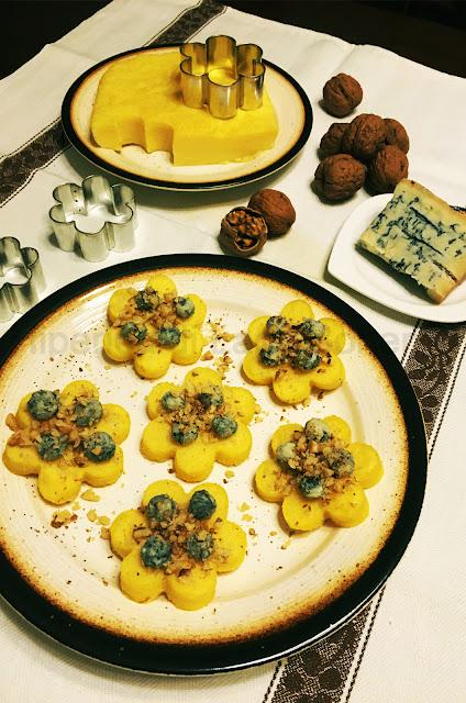 hiperica di lady boheme blog di cucina, ricette facili e veloci. Crostini polenta gorgonzola e noci