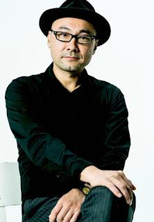 Na imagem está de perfil o diretor japonês Eiji Uchida.