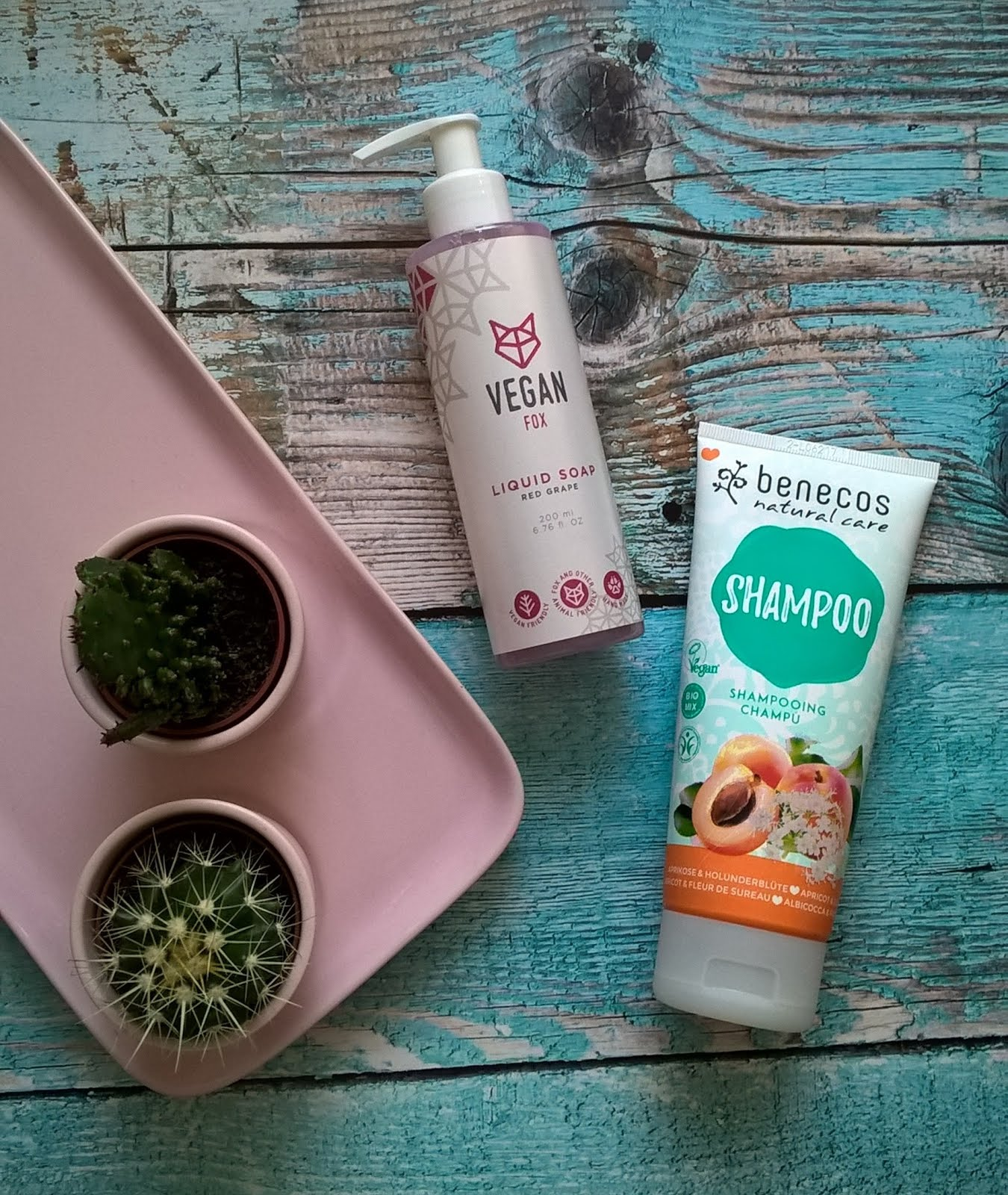 Urban Vegan Vegan Fox, Benecos szampon z morelą
