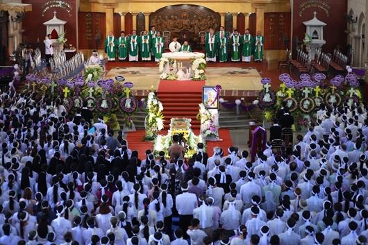 Ngày thứ Ba: Kính viếng và cầu nguyện cho Đức cha Phanxicô Xaviê Nguyễn Văn Sang - Ảnh minh hoạ 40