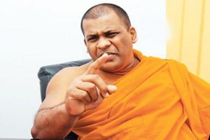 இலங்கை ஆபத்தில் - புரட்சிக்கு ஆயத்தமாகிறார் ஞானசாரதேரர்!!