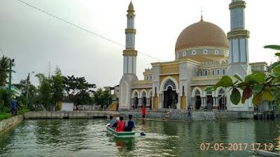 Masjid Megah Di Tempuran Padukan Arsitektur Negeri Timur Tengah