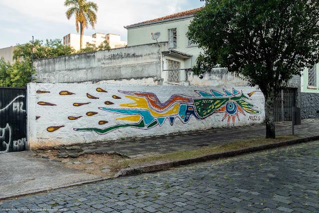 Grafite em um muro na Rua Almirante Barroso.