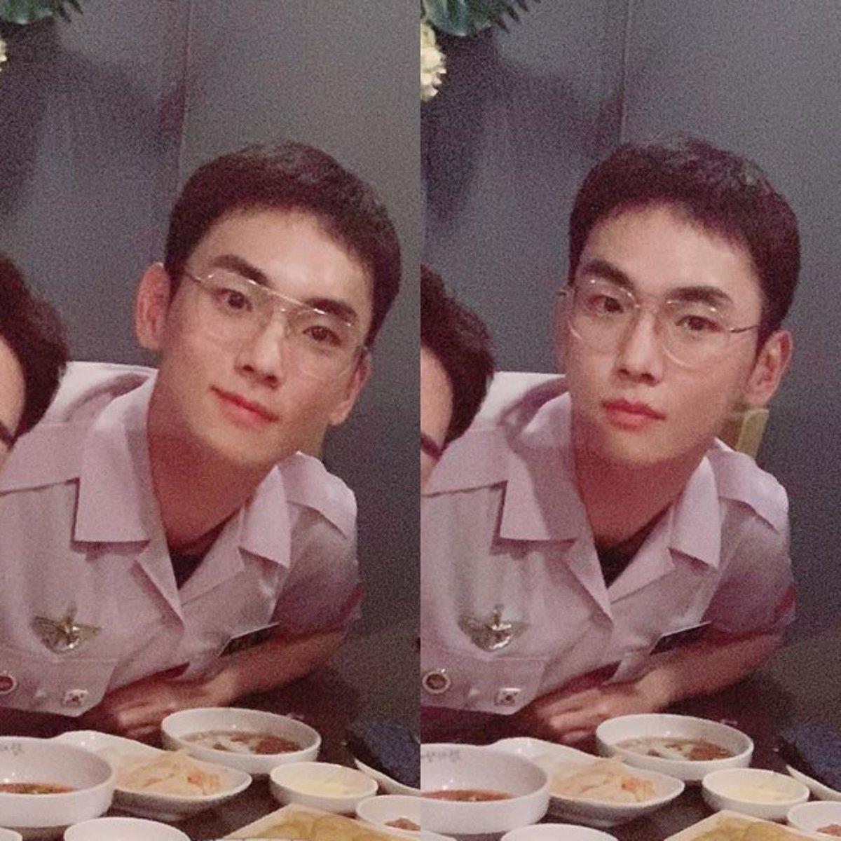 [THEQOO] SHINee Key askeriyenin yaz üniformasıyla görüntülendi