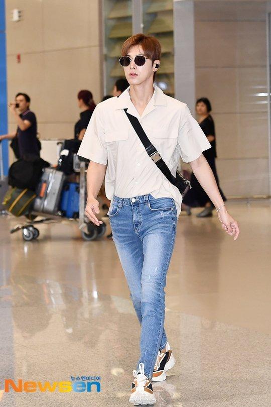 Yunho havaalanını bir podyuma çevirdi