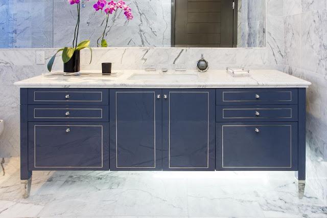 banheiro-marmore-branco-e-cinza