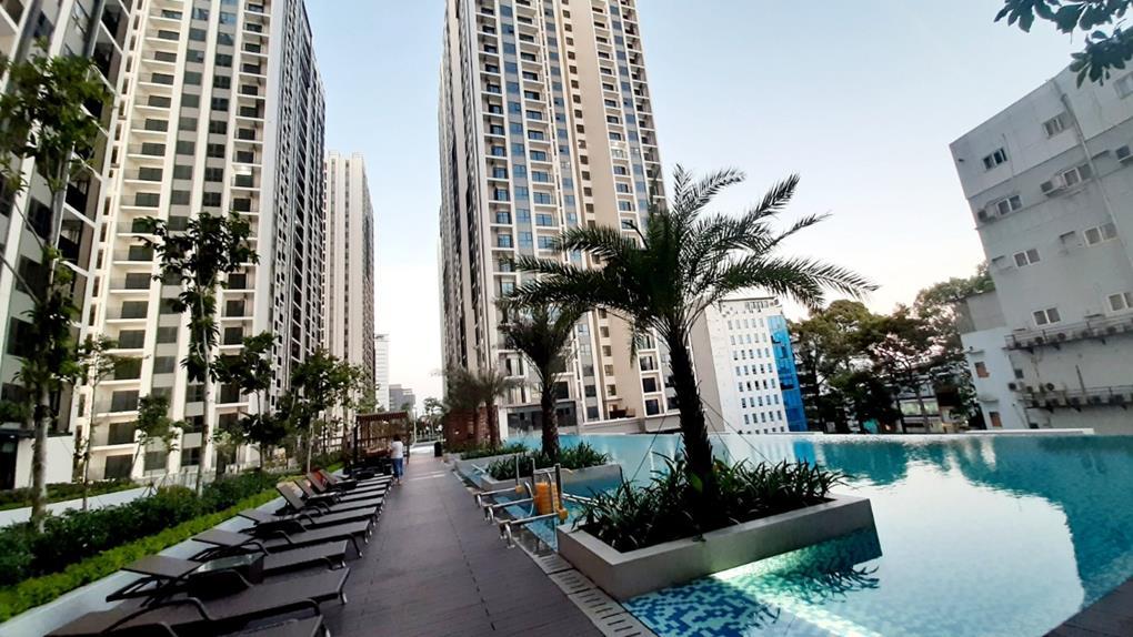Hồ bơi tràn tầng 5 tòa Iris Hà Đô Centrosa
