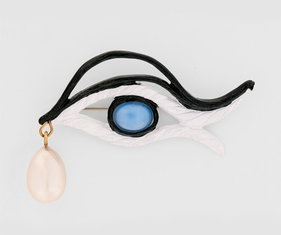 Maison Schiaparelli | Maison Schiaparelli | Schiaparelli Spiral Glasses, 1936, Man Ray | nuncalosabre | arte | fashion Brooch in the shape of an eye, 1937, Jean Cocteau | nuncalosabre | arte | fashion