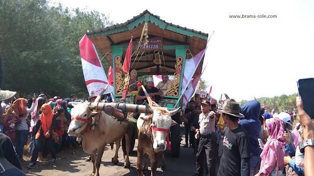 Bupati Jember, Ibu Faida dalam iring-iringan Pegon di Waton Parade 2019