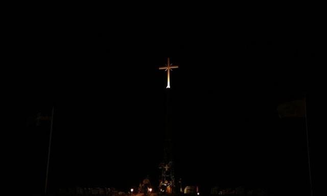 ΕΥΓΕ! ΑΞΙΟΣ! Αρχιμανδρίτης απαντά στους Τούρκους, γιά τόν τεράστιο φωτεινό Σταυρό στήν Νέα Βύσσα! (ΛΥΣΣΑΞΑΝ! Έ, τότε ...ξύδι!)