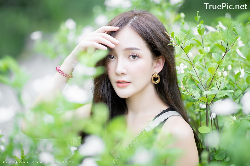 Image-Thailand-Model-Rossarin-Klinhom-Beautiful-Girl-Lost-In-The-Flower-Garden-TruePic.net- Picture-5