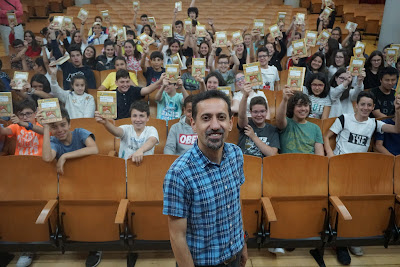 Hector Cajaraville hablando con los alumnos de Carmelitas Ourense