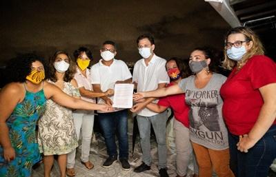 Mulheres do PSOL Olinda entregam a Guto Santa Cruz (PDT) documento com 50 propostas feministas para a cidade