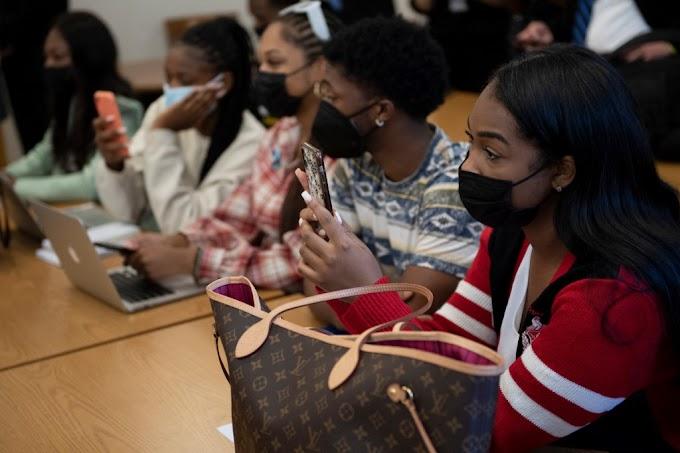 A virginiai egyetem oktatója bocsánatot kért a hallgatóktól, amiért fehér