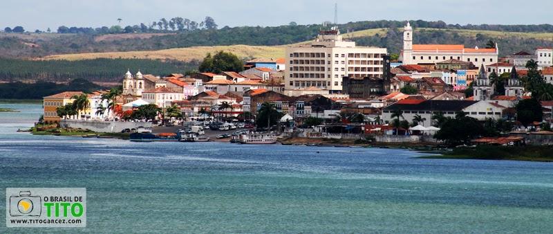 Rio São Francisco e Penedo vistos a partir mirante de Neópolis, em Sergipe
