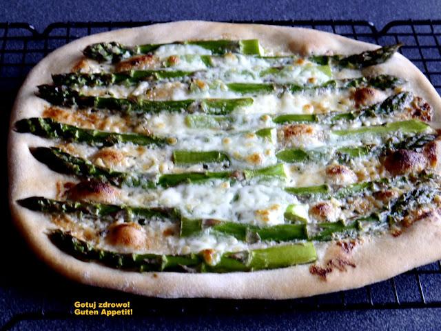 Pizza blanca ze szparagami - Czytaj więcej »