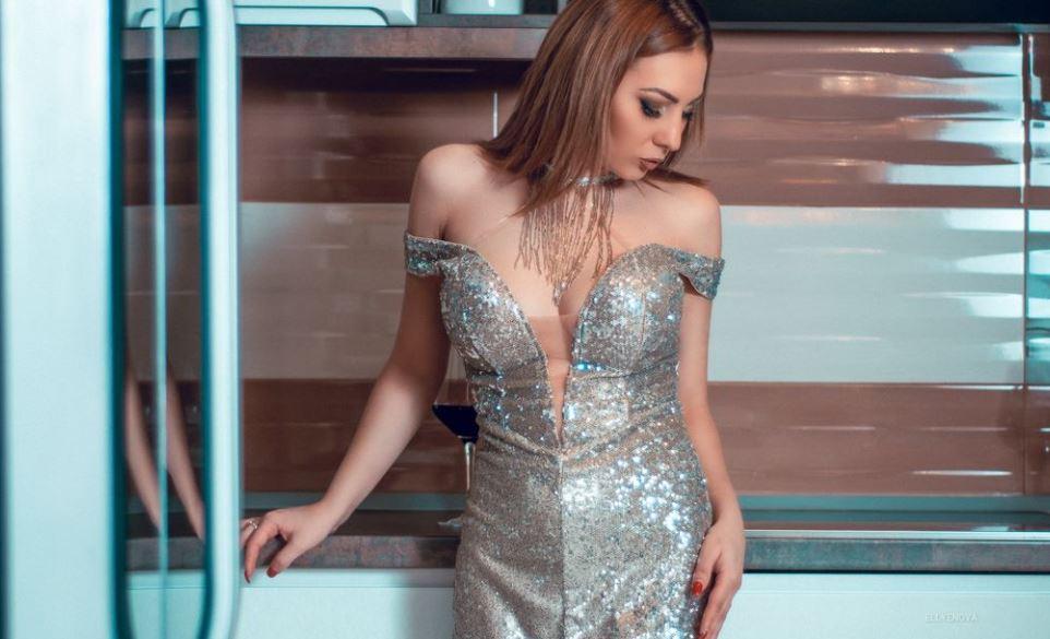 https://www.glamourcams.live/chat/EllyeNova