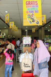 Kini Store LBS juga menjual berbagai  Oleh-oleh Bogor lainnya,  mulai dari Kue-kue hingga Mug