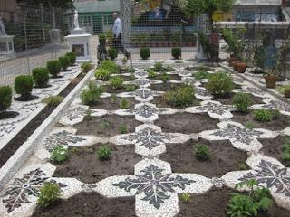 Garden made of glass and porcelain Parasnath Jain temple Kolkata