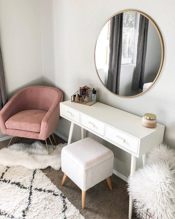exquisite dressing table makes the bedroom more warm