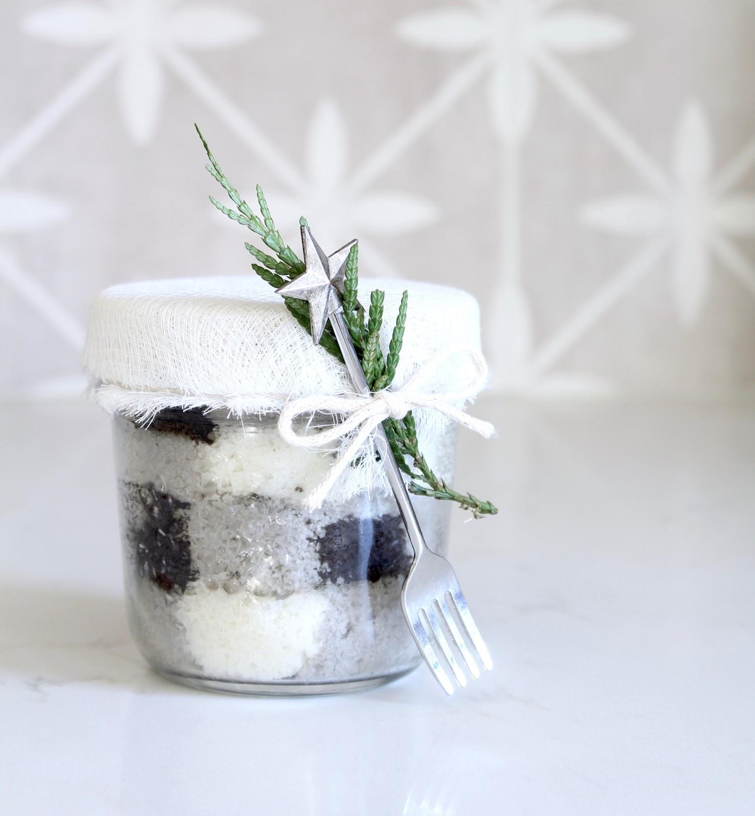 buffalo plaid cake in a jar