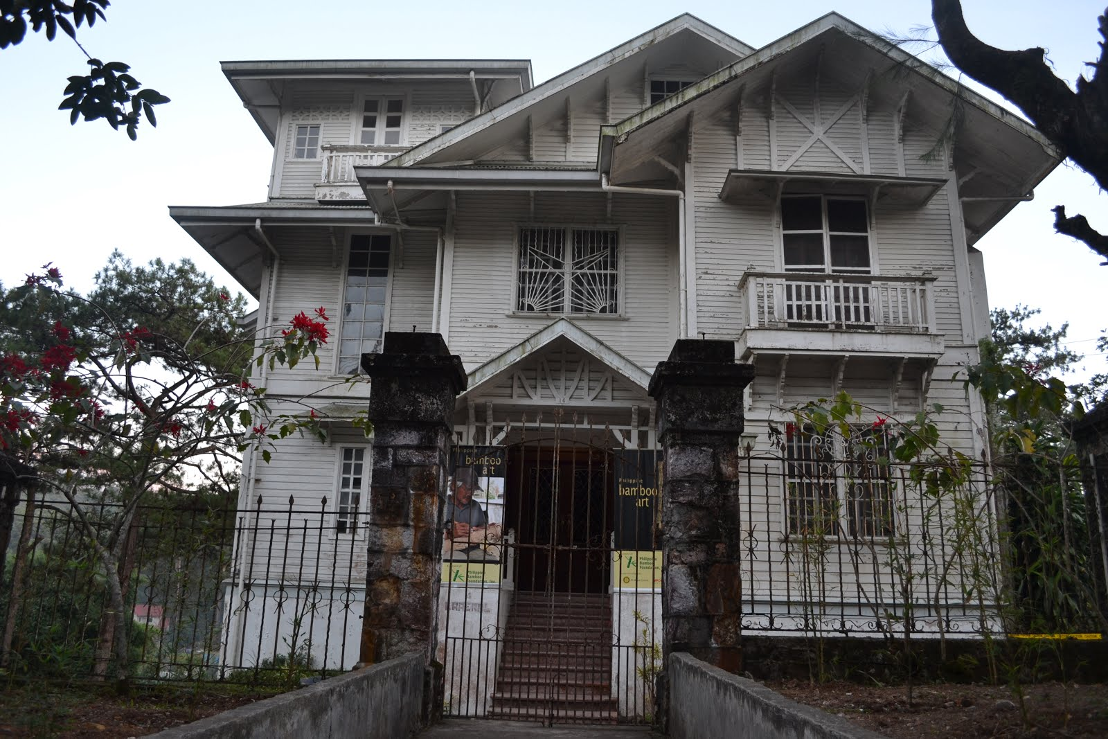 Haunted White House in Baguio – Laperal Mansion – I ...