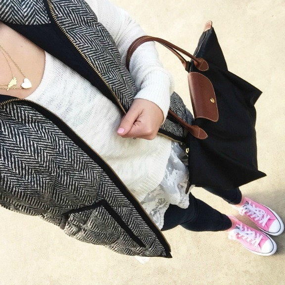 pink converses, layered necklaces, mom style