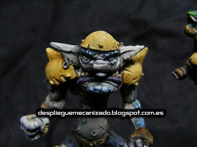 Primer plano de una miniatura de troll