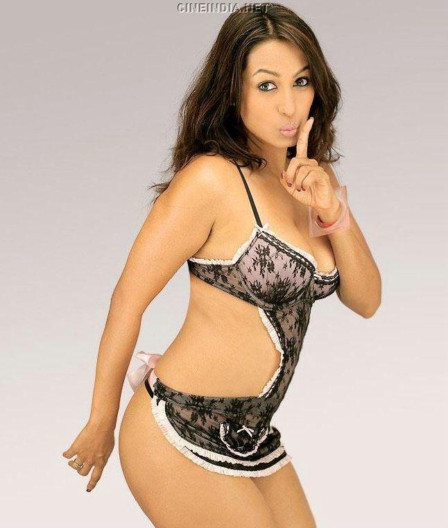 bollywood hot actress in bikini kashmira shah hot bikini pics