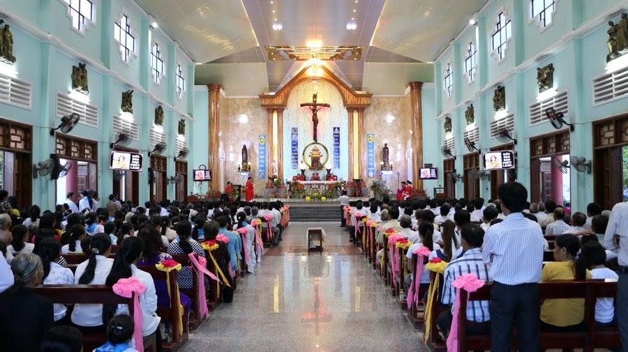 Thánh lễ Thêm sức-Rước lễ lần đầu và trao chứng thư cho Hội đồng Giáo xứ