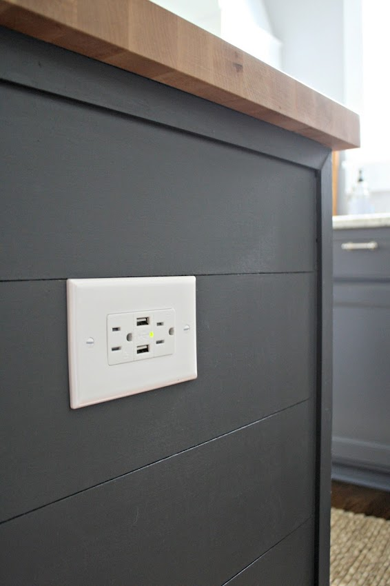 Outlet with usb for charging