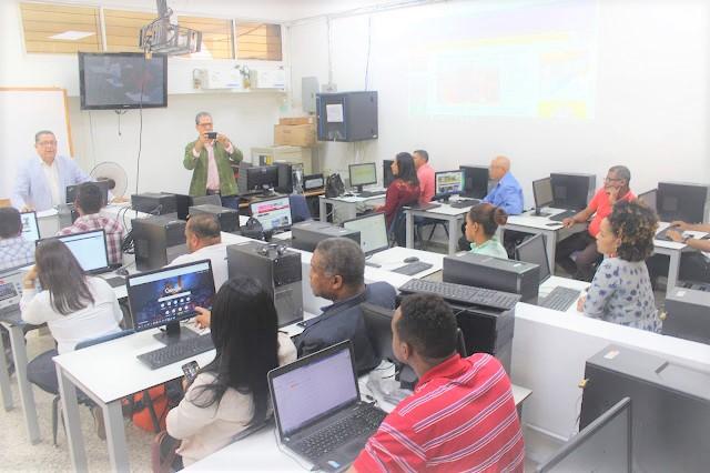 """San Juan: Periodista dice que la """"tecnología hace variar métodos periodísticos"""""""
