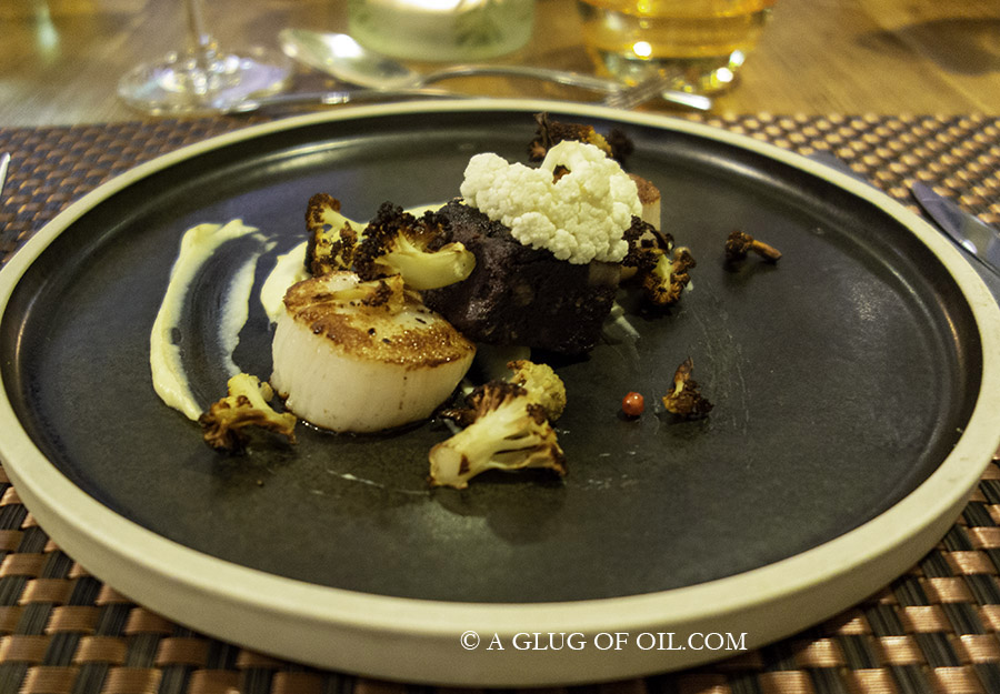 Seared scallops with black pudding and cauliflower