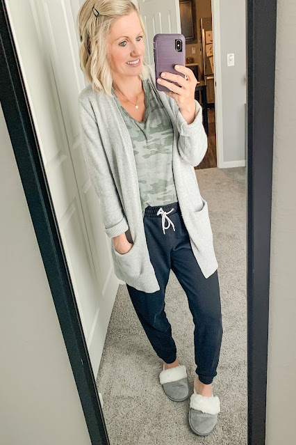 Comfy stay-at-home-mom outfit || Thrifty Wife Happy Life