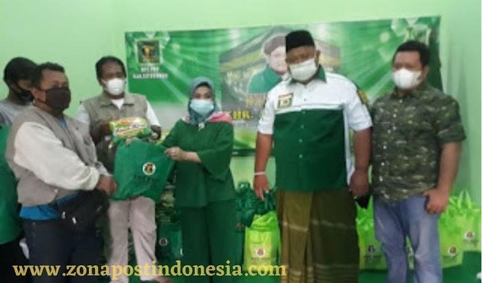 DPC PPP Kabupaten Situbondo, Bagikan 120 Paket Sembako Kepada Pedagang Kaki Lima (PKL) Pujasera Alun-alun Kota Situbondo