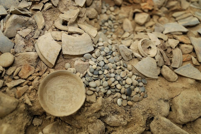 Unearthed ornaments link tomb to 5th century Silla princess