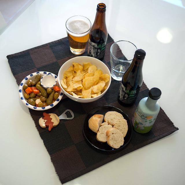 Un aperitivo con cervezas artesanales para los papis y aceitunas y AVOE para los peques