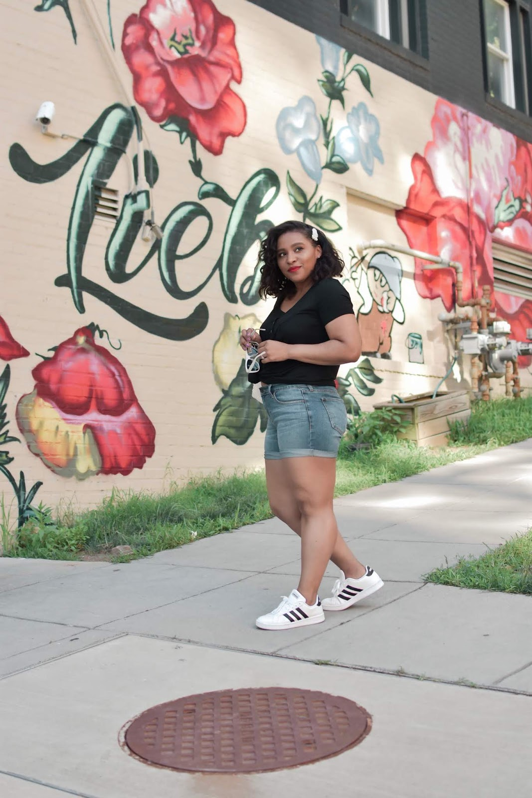 Lookbook store, denim shorts, cutoff, street art, mural, dc murals, summer outfit ideas