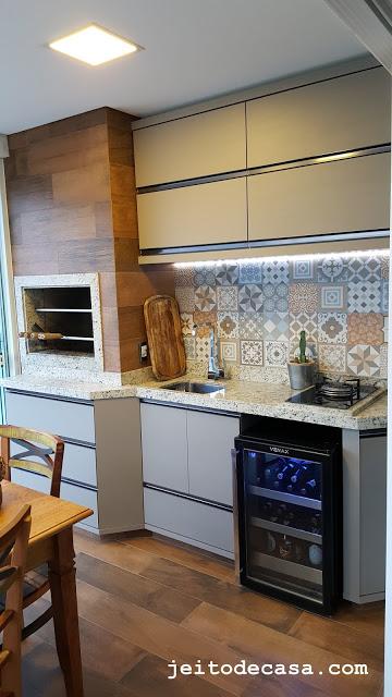 varanda-gourmet-co-r vestimentos-porcelanato-ladrilho-e-porcelanato-madeira
