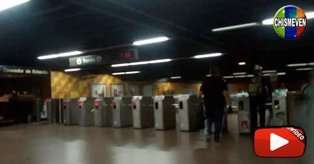 OTRA VEZ |  Gente atrapada en los oscuros túneles del Metro de Caracas por falla eléctrica