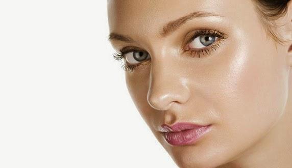 7 Cara Mengurangi Minyak di Wajah
