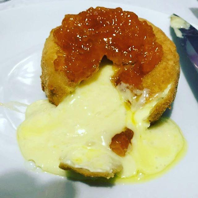 Queijo (Camembert) empanado com geleia - Entradinha especial e prática
