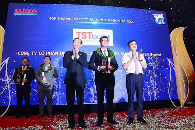 """TST Tourist lần thứ 14 liên tiếp nhận """"Thương hiệu Việt được yêu thích"""" và """"Thương hiệu vàng"""""""