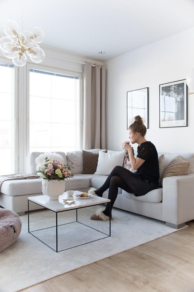 Villa H, olohuoneen sisustus, kahvihetki, äitiys, tyyli