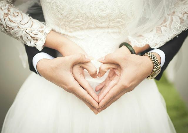 wedding anniversary gift untuk suami & istri