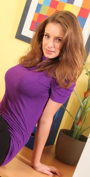 emily-shaw-in-purple-hot-t-shirt